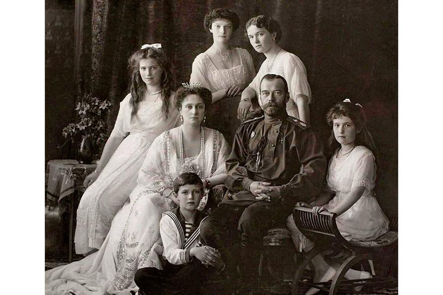 Импаратор Николай II с семьей