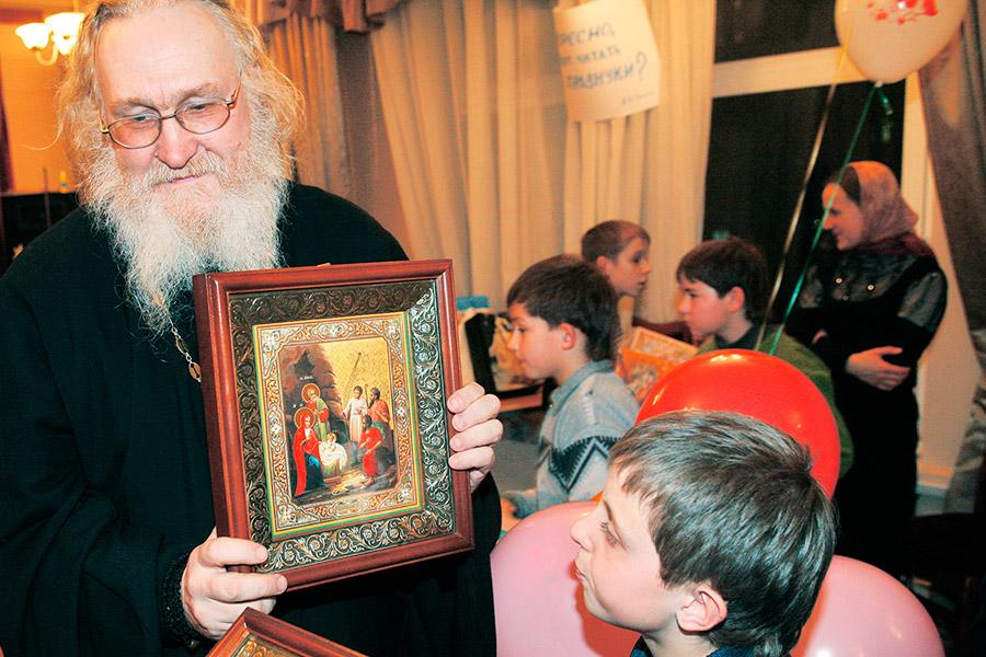 Игумен Киприан (Ященко) в детском доме