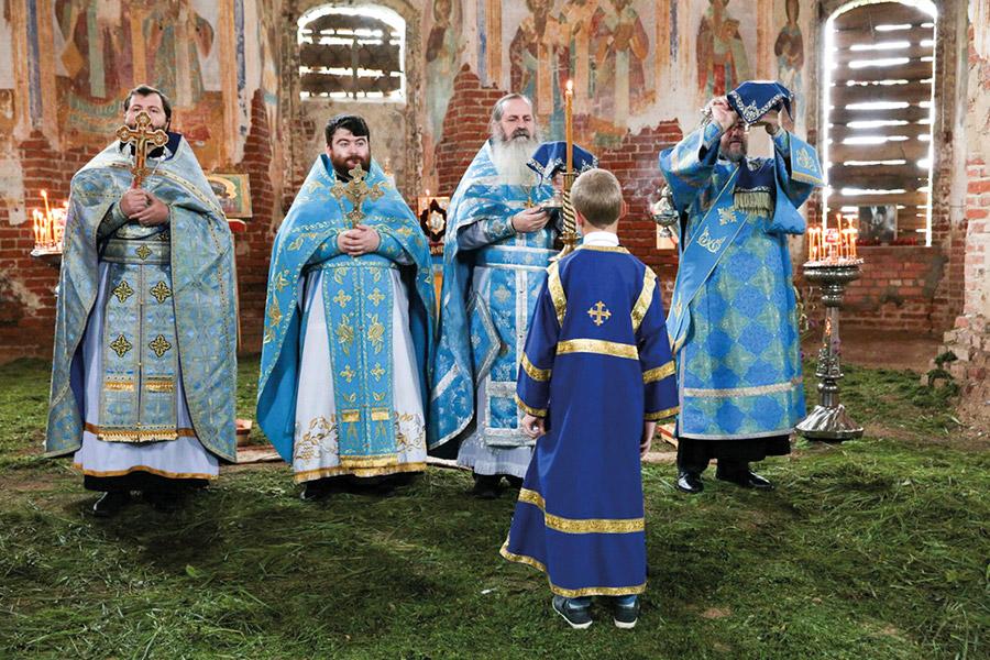 Несмотря на аварийное состояние храма, праздничное богослужение состоялось по всем канонам