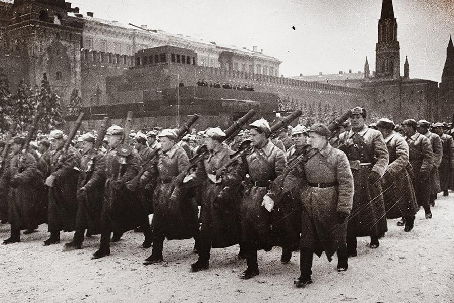 Военный парад на Красной площади в Москве 7 ноября 1941 г.