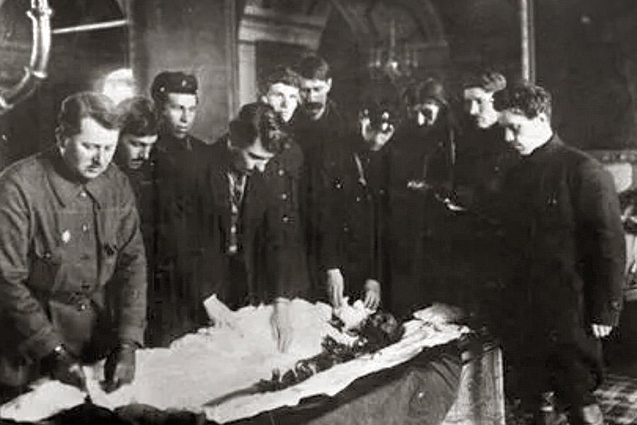 Вскрытие мощей преподобного Серафима Саровского, 1926 г.