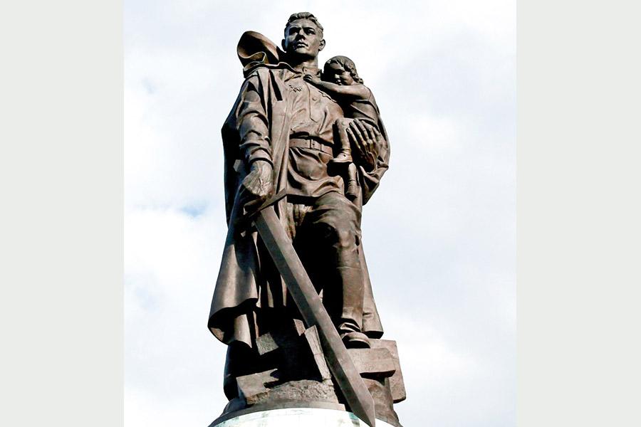 Памятник воину-победителю в Трептов парке