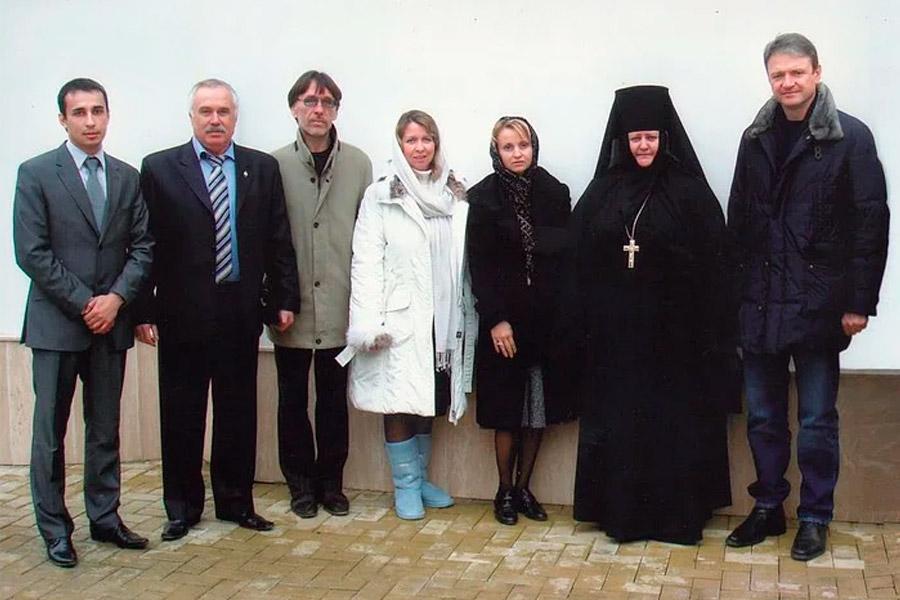 Игумения Анастасия с гостями обители