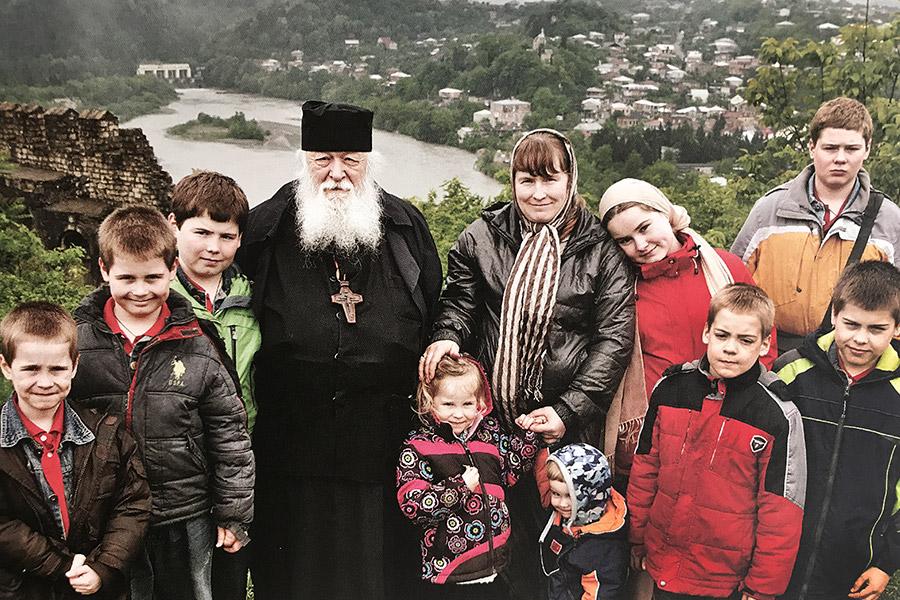 С дочерью Анастасией и внуками. Кутаиси. 2016 г.