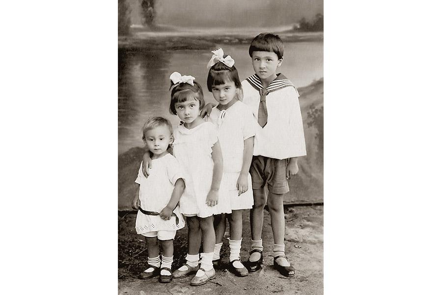 Дима, Лиза, Маша и Сережа Шики, 1929 г.