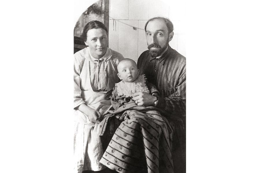 М.В. Шик и Н.Д. Шаховская-Шик с Сережей, 1922 г.