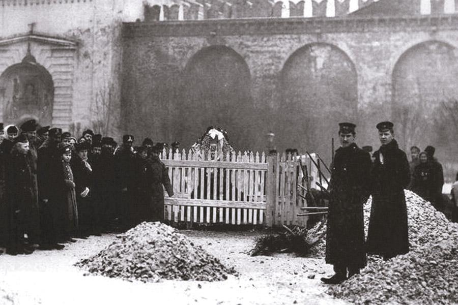 На месте убиения великого князя Сергия Александровича на Красной площади
