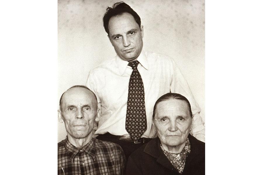 Валентин Сорокин с родителями