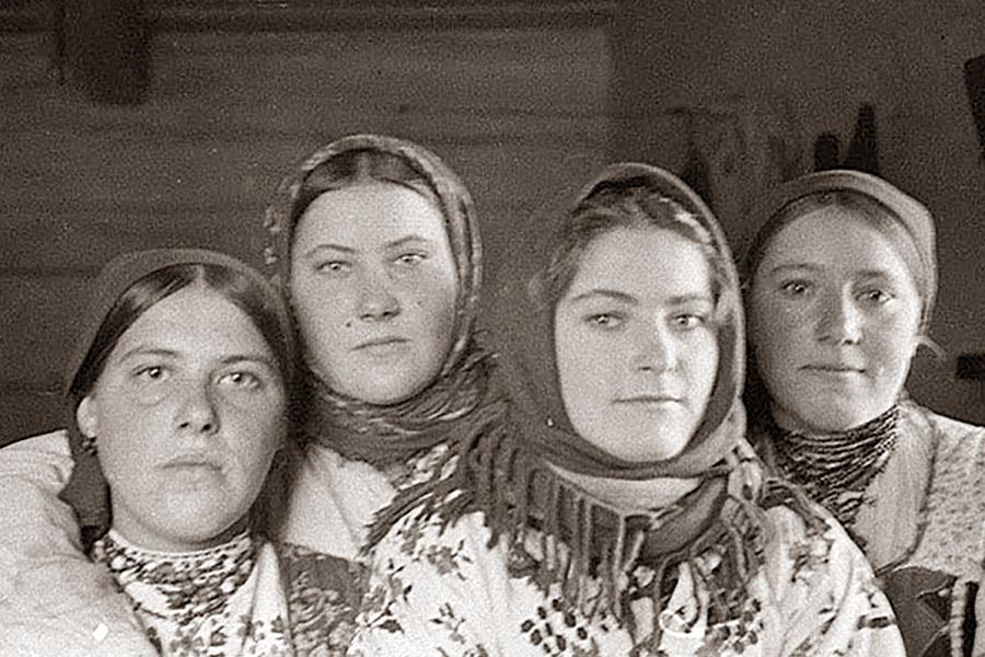 Партизанские связные в Белоруссии. Расстреляны немцами