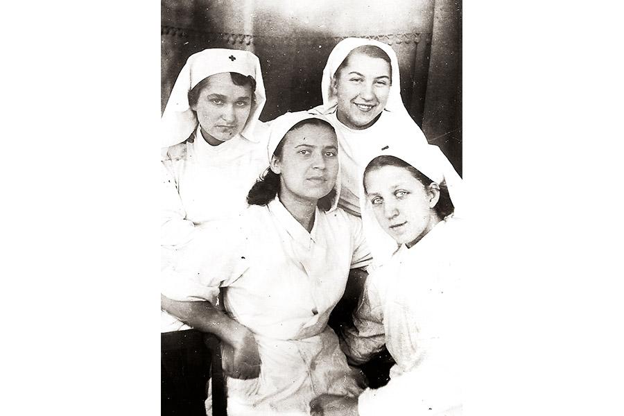 Медсестры. 1945 г.