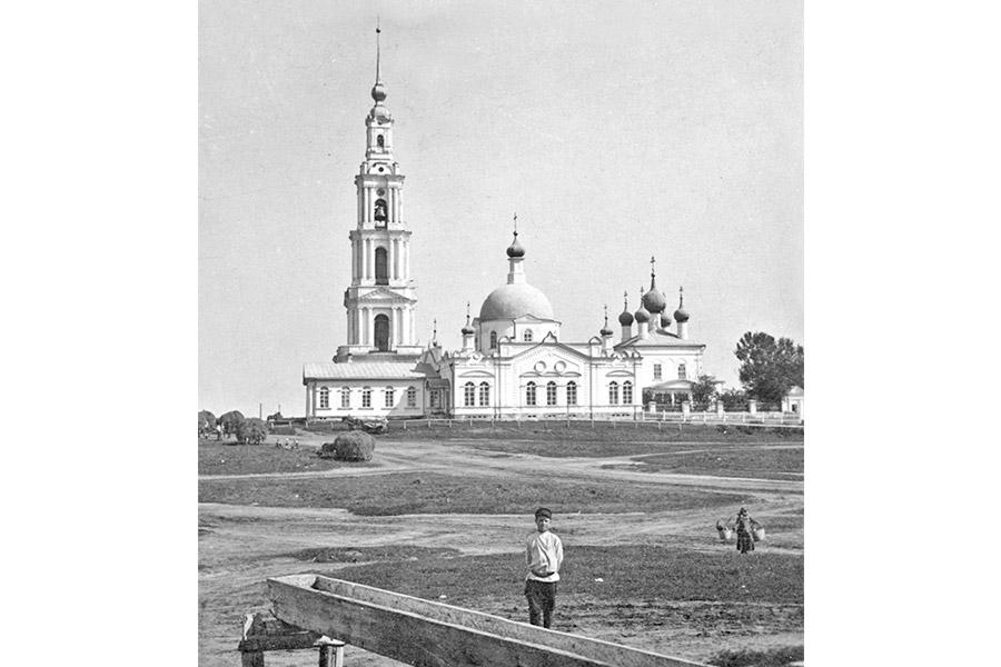 Николаевский собор и колокольня в Калязине. Начало XX века