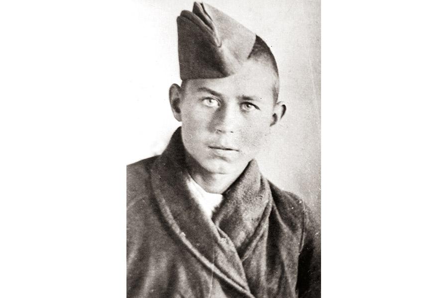 Михаил Лобанов в госпитале после ранения. 1943 г.