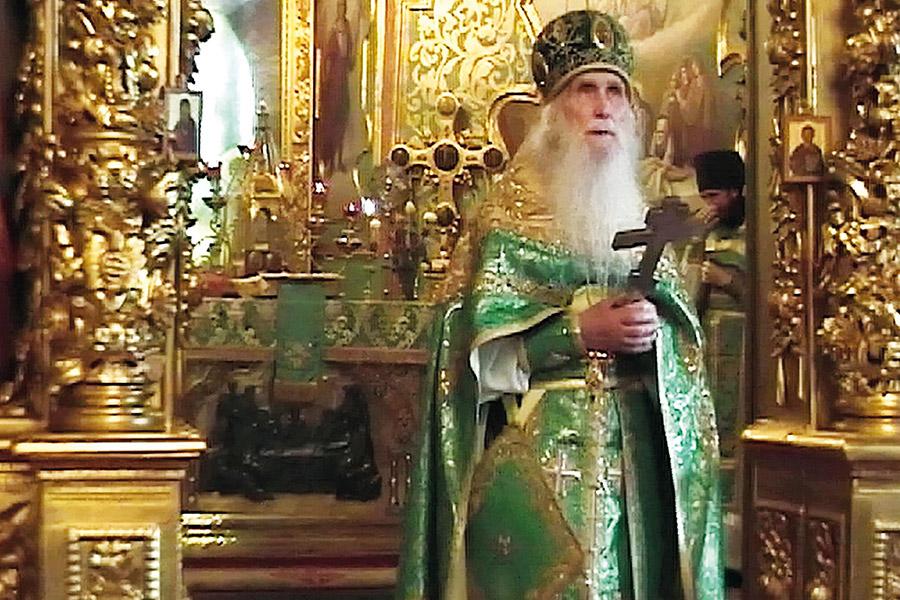 Служение в Успенском соборе Троице-Сергиевой Лавры